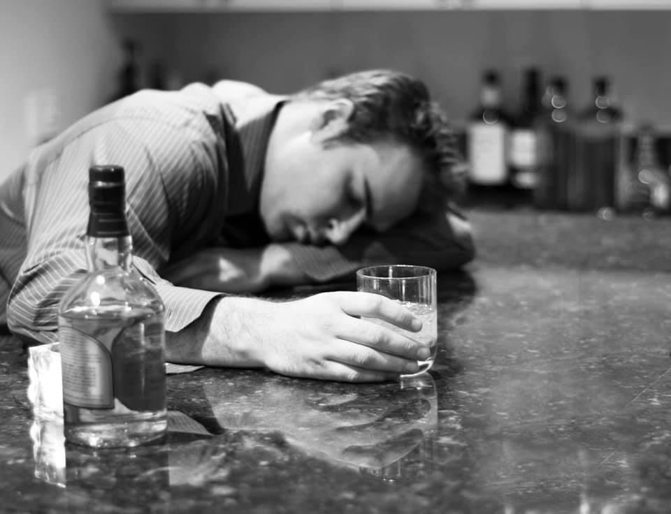 alkoholmisbrug-misbrug-afhængighed-unge-misbrugsbehandlingen--psykologi-psykiatri
